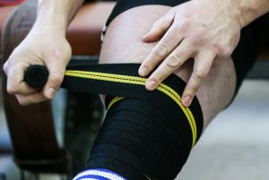Wrapping techniques with knee wraps for squats